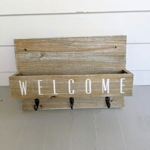 Rustic Entryway Welcome Sign & Key Holder